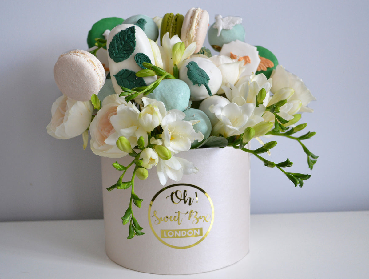 flower box with macarons