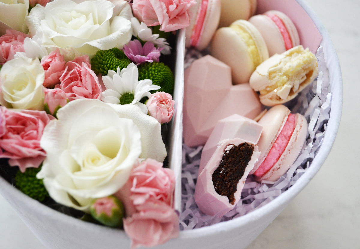 flower box with macarons and sweets delivery in London