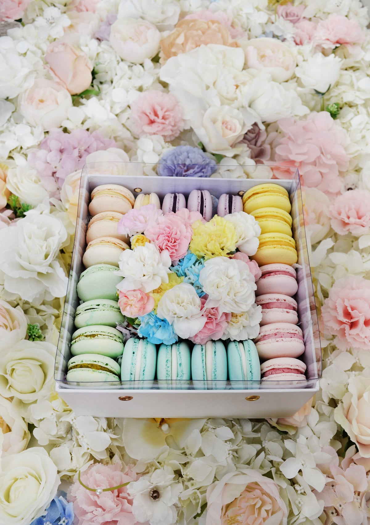 flower box with 22 macarons
