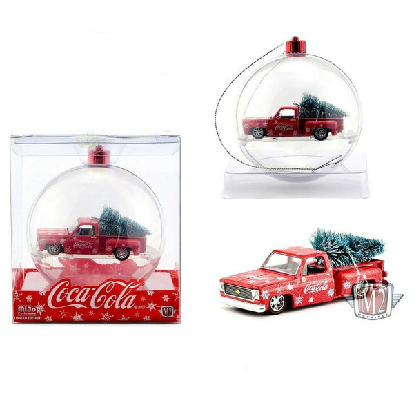 M2 Machines MIJO 1:64 - Coca-Cola Ornament - 1974 Chevrolet Stepside with tree