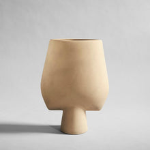Laden Sie das Bild in den Galerie-Viewer, Sphere Square Vase / Sand 101 Copenhagen - WUUD