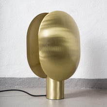 Laden Sie das Bild in den Galerie-Viewer, Calm Table Lamp / Tischlampe / 101 Copenhagen Lampe - WUUD
