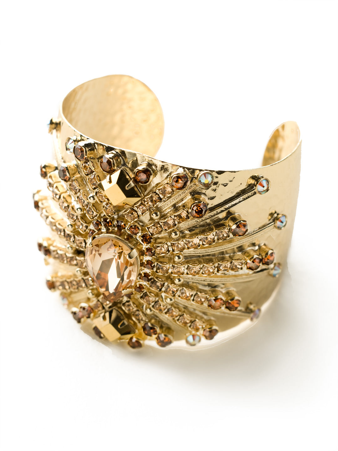Sparkling Spectacle Cuff Bracelet - BCQ15BGGOL