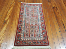 Load image into Gallery viewer, 100% wool Kasghai 4301 300 size  67 x 130 cm Belgium