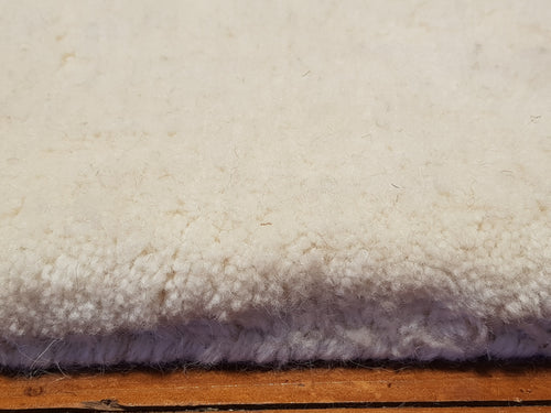 100% wool Thrill white size  160 x 230 cm India