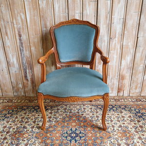 BOB: Blue Velvet Chair