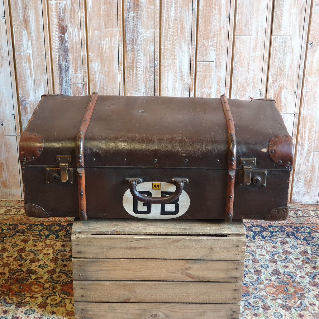 Case 11: GB Vintage Suitcase