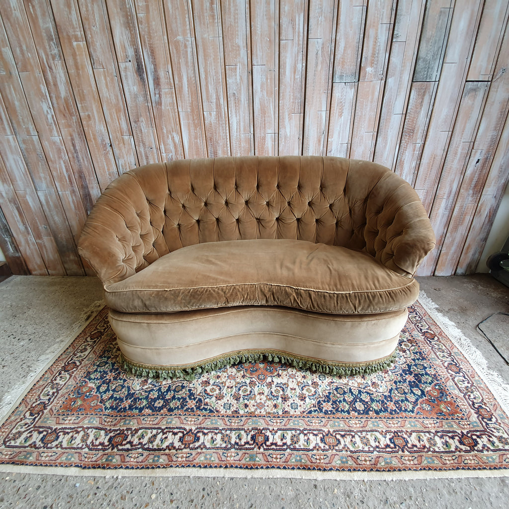 IRIS: Chesterfield Sofa