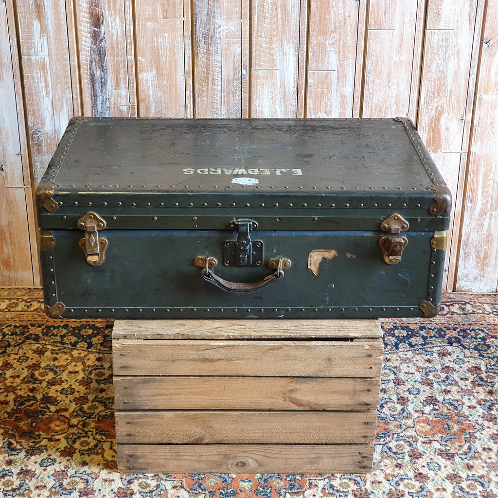 Case 14: Green Vintage Trunk
