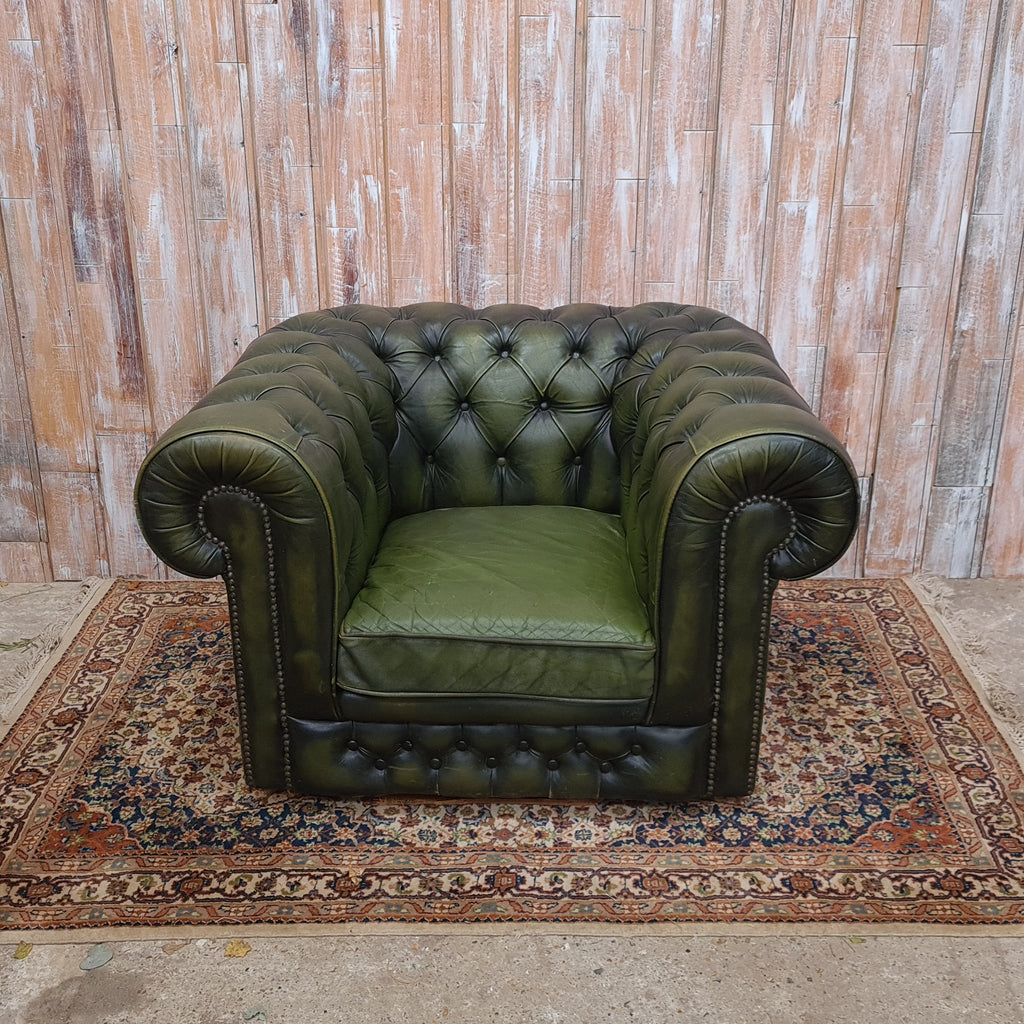 ARTHUR: Green Chesterfield Sofa