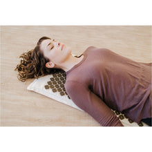 Load image into Gallery viewer, Kanjo Coconut Acupressure Mat with Carry Bag