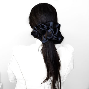 XXL SCRUNCHIE - SATIN in OBSIDIAN