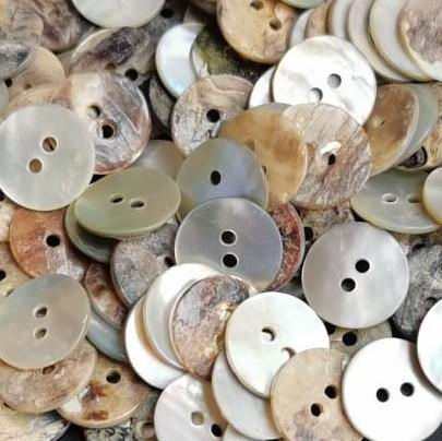 100 pieces - 2 Holes Shell Button 13mm (20