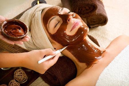 How to make a dark chocolate / cacao mask for healthy, glowing skin.