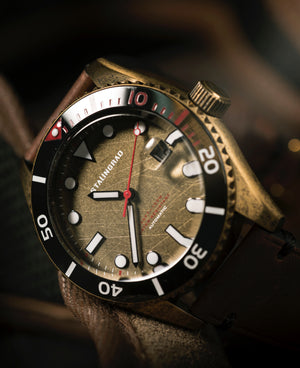 Dive watch ceramic bezel