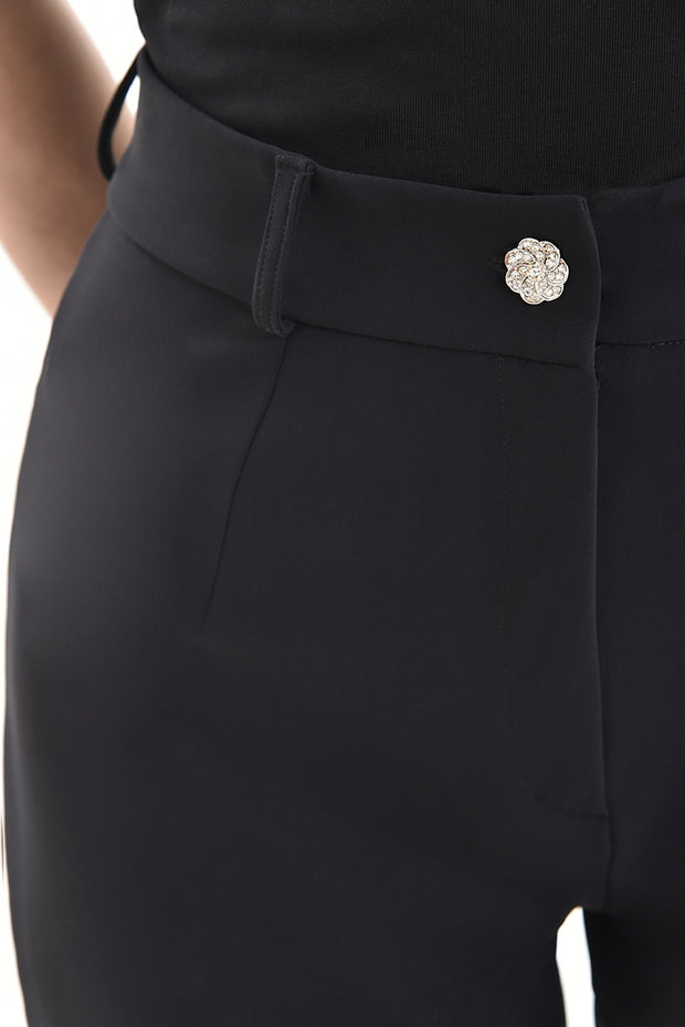 Close up of our fitted trousers designed for the ladies. 5 shapes in all sizes. What shape are you?