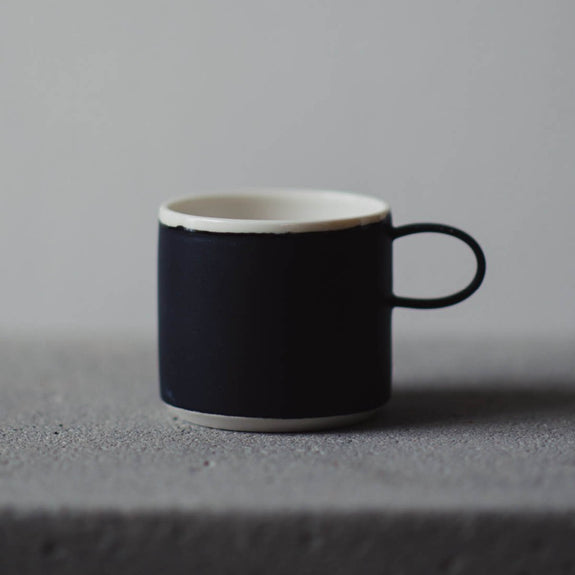 Coffee Cup Black - By To komma Fire Kvadrat