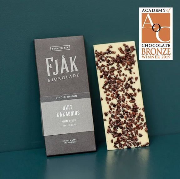 White Chocolate & Cocoa Nibs - By Fjåk Chocolate