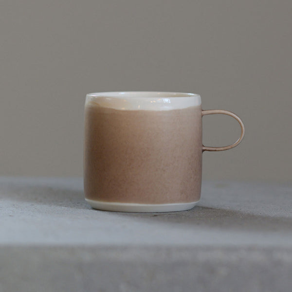 Coffee Cup Sand - By To komma Fire Kvadrat