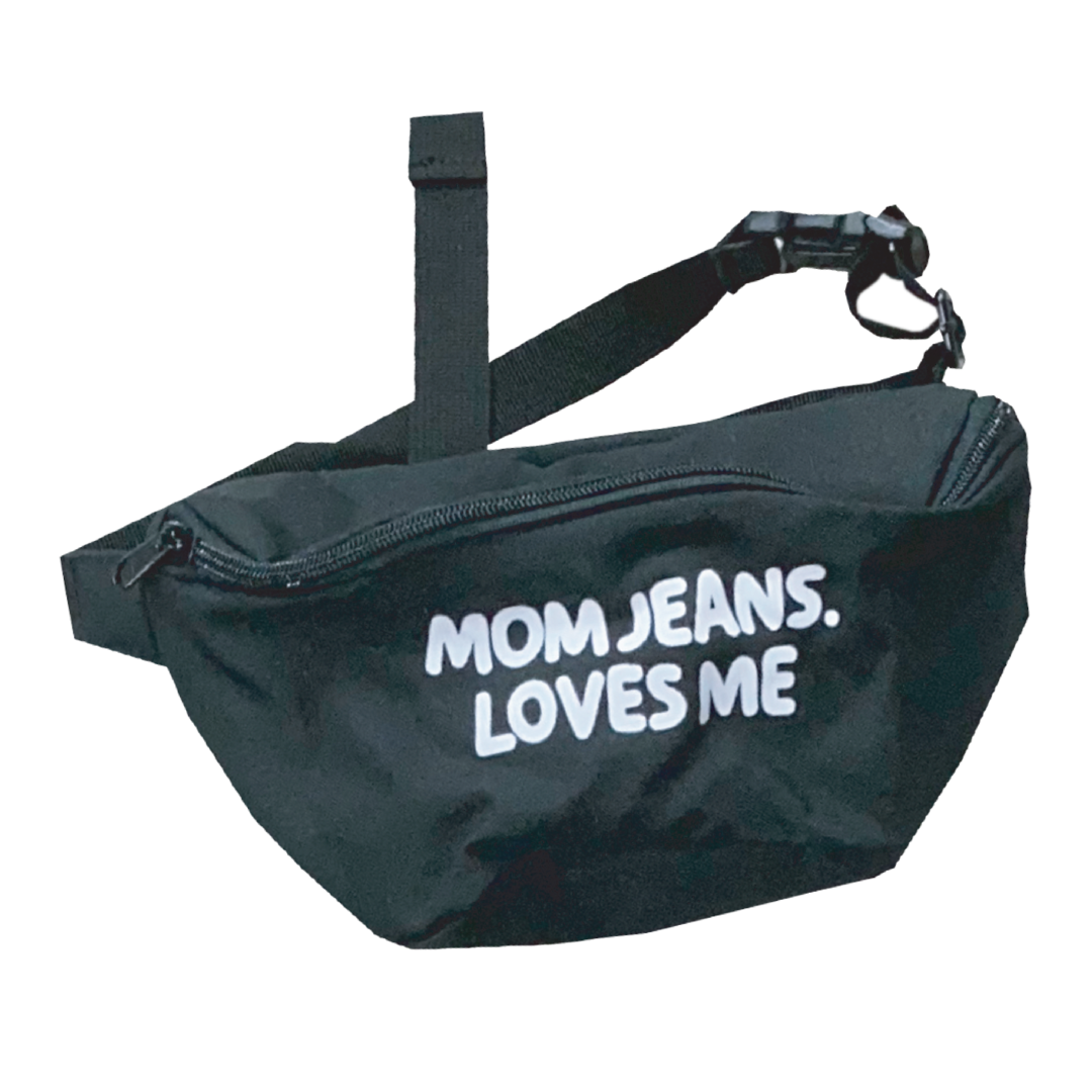 MOM JEANS. FANNY PACK