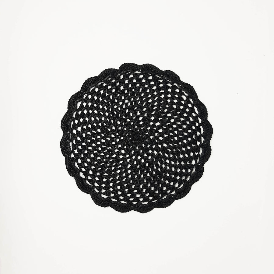 Raffia coaster in the color black