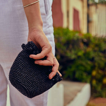 Small coin purse in the color black