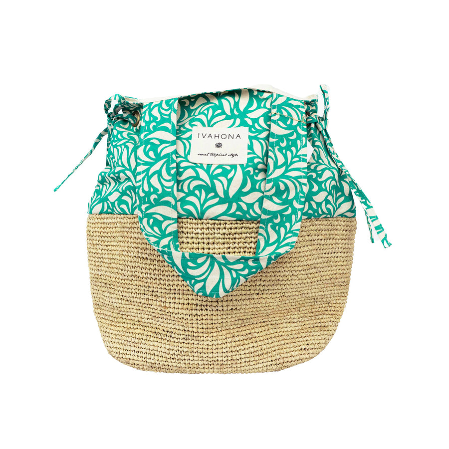 A raffia shoulder bag in raffia and prints