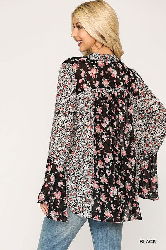 LAST CALL SIZE M | Floral Bell Sleeve Top in Black