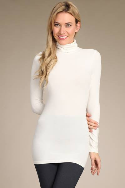 Turtleneck Seamless Top in Off White