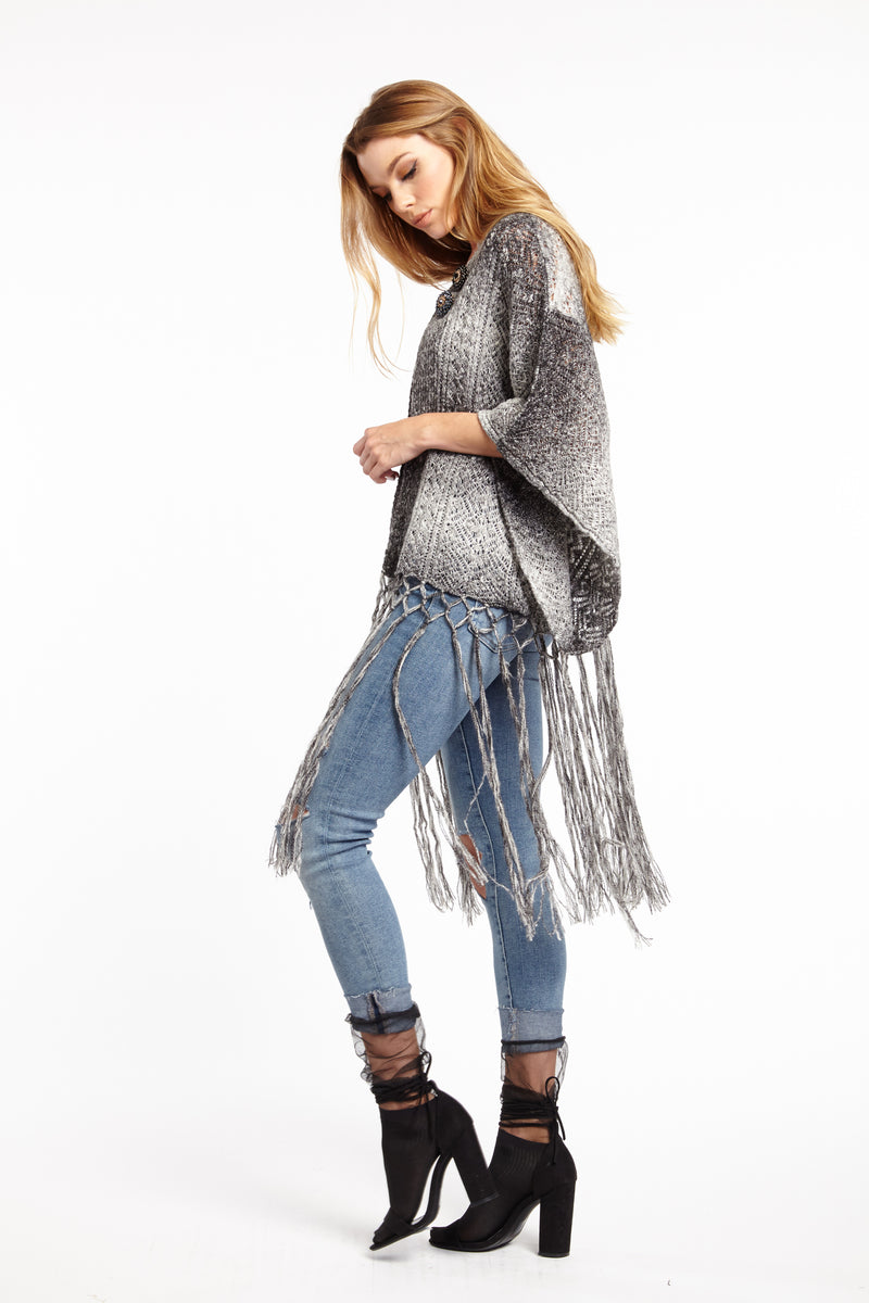 LAST CALL SIZE S | Fringed Sweater Shawl