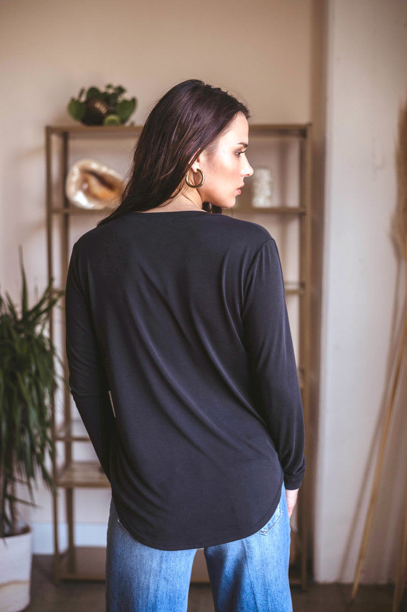 LAST CALL SIZE L | Long Sleeve V-Neck Top in Black