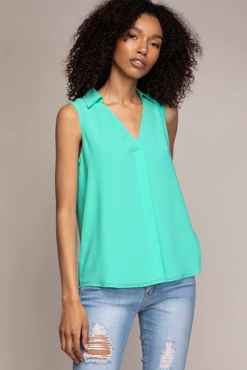 LAST CALL SIZE M | V-Neck Collared Top in Ice Green