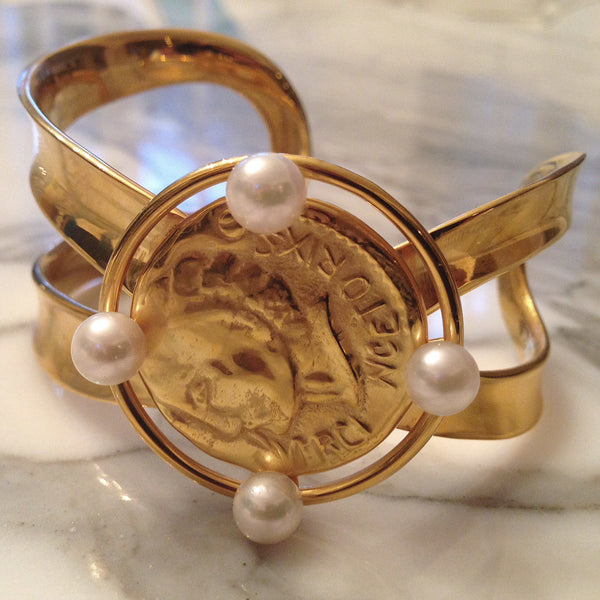 Pierre De Coin Cuff with Akoya pearls