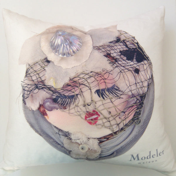 POUPEE ANTIQUE PILLOW 1