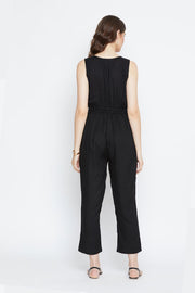 Women own this super smart jumpsuit in black from thesvaya