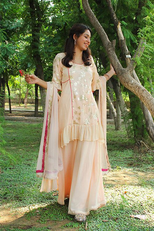 Buy this Peach Georgette kurta set from thesvaya