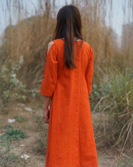 The back is just as placid and calm as the dress itself.