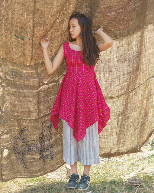 The cotton tunic comes with handkerchief hem and is made of cotton