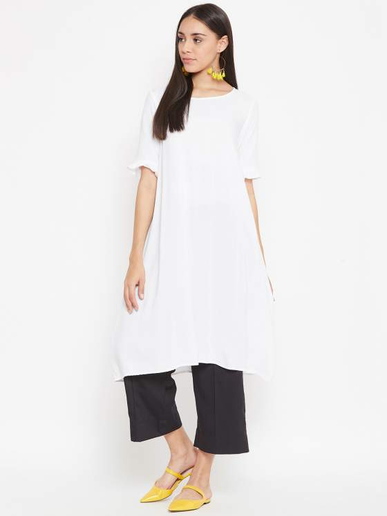As playful as it may seem, this white & black aline kurta set radiates all kinds of confidence