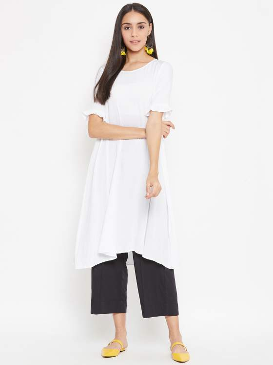 You can never go wrong with a classic black & white kurta & culotte set with a well done tailoring.