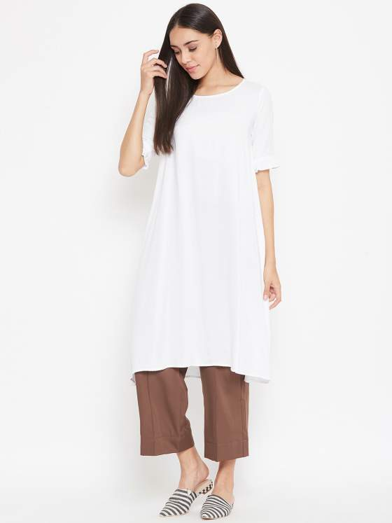 Let this women's minimalistic kurta and cropped pants make your stand out from the crowd