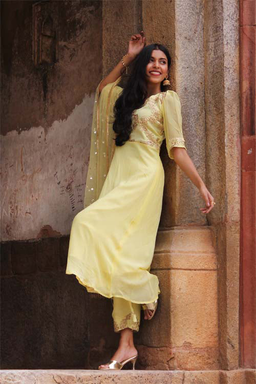 Here is the beautiful kurta palazzo set for this festive season