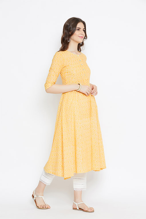 The subtle hue of yellow is a perfect balance to bring out your bubbly yet confident side