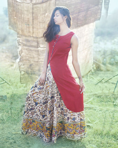 A kurta skirt set in handprinted kalamkari for the go.