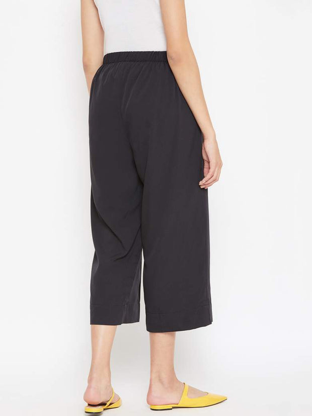 The black culottes for women comes with a front waist belt and a back elastic for a better fit