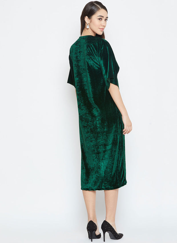 Ladies, grab this gorgeous velvet dress in dark green for your next evening out. You'd not regret it!