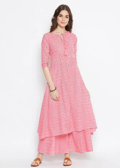 Here is the amazing pink panelled kurta set.