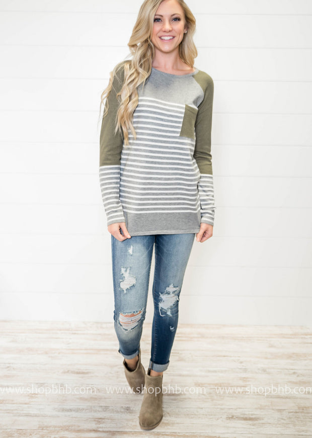 Sweater Weather is seriously the most wonderful time of the year, especially when your eyes laned on this quirky striped color block sweater!