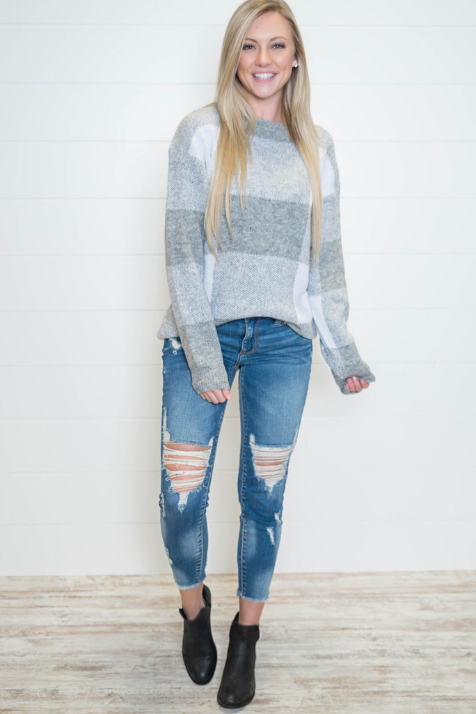 Love this oversized grey plaid sweater, perfect for winter
