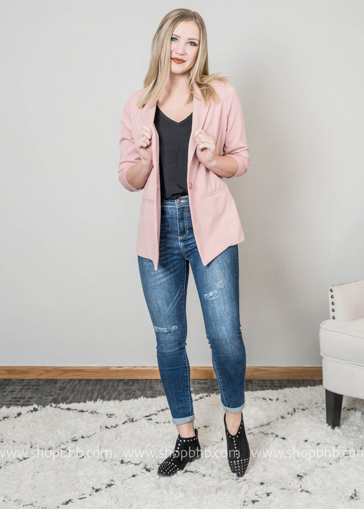 This 3/4 sleeve ponte rose blazer has that double breasted style with one button closure.